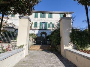 Case con terrazza in Capodimonte-Colli Aminei, Napoli — idealista
