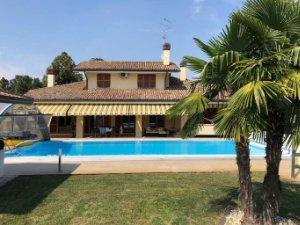 Case Moderne Con Piscina : Case con piscina a reggio emilia provincia u idealista