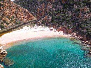 Giardino Pietra Rossa Sardegna : Ville vista mare sardegna a trinità d`agultu e vignola olbia