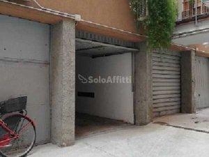 Garage in affitto in Indipendenza-Regina Giovanna, Milano ...